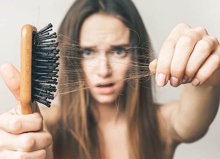Rụng tóc là chuyện cực kỳ đau khổ và khó chịu với nhiều bạn, vậy bạn đã biết chọn sản phẩm nào giúp ngăn ngừa tóc rụng chưa?