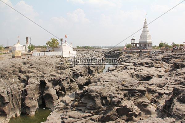 Kukdi river potholes and Malganga temple