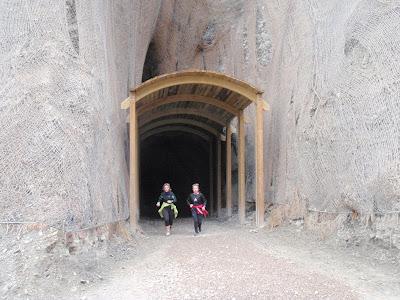 Sortint d'un dels tres túnels de la ruta