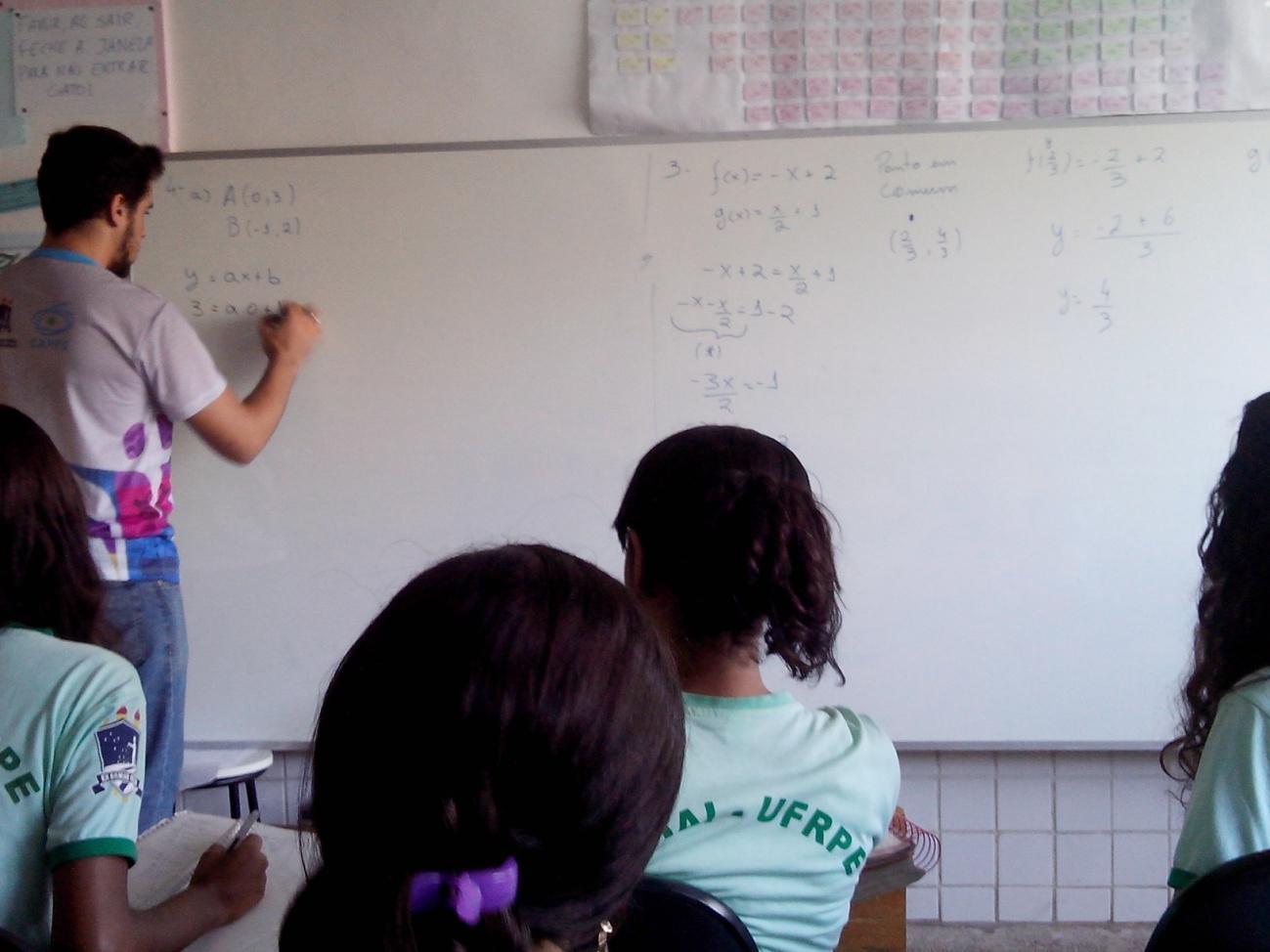 C:\Users\Angela\Dropbox\PIBID_Matemática_ID\IDs\Evandro\Produções\Reforço\Fotos\IMG_20150512_140039.jpg