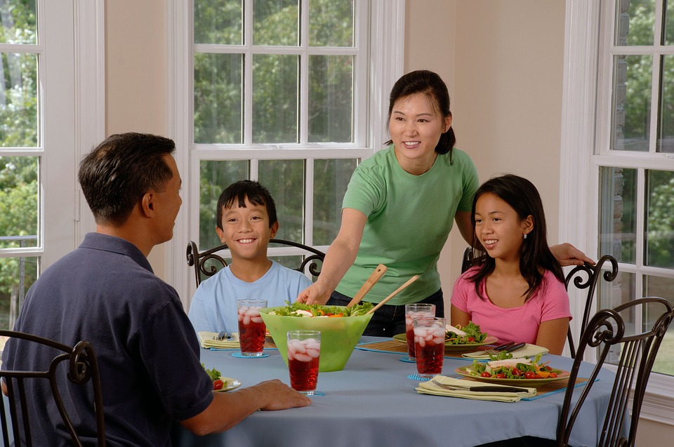 Family-Eating-At-The-Table-Parents-Dining-Children-619142.jpg