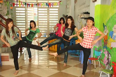 Mầm non Sao Việt học bơi