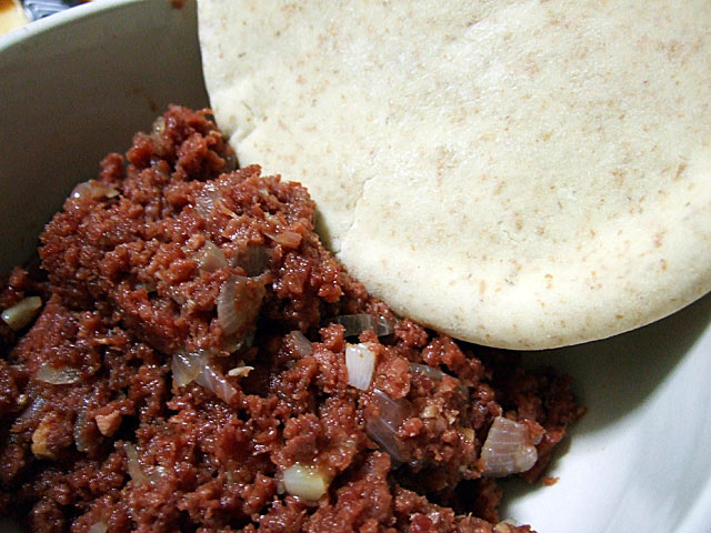 Corned beef and pita bread
