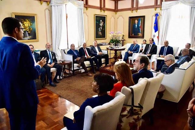Presidente Medina discute gobernanza del sector agua