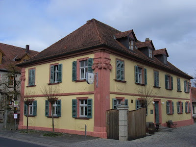 Brauerei Zehendner, Mönchsambach mit Bushaltestelle