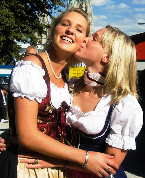 92 Oktoberfest Bier Maidens Making Out(Safe For Work-22photos)22