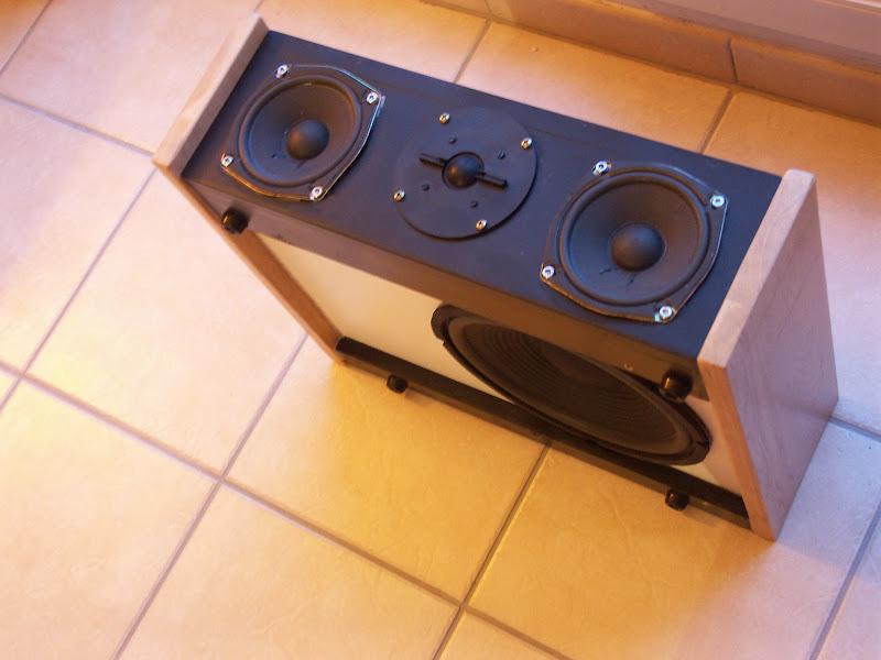 le forum de vintage audio laser afficher le sujet une enceinte centrale qui en a dans le. Black Bedroom Furniture Sets. Home Design Ideas