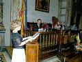 En el ayuntamiento de Valencia recitándole un poema a la Reina de la Poesía del año 2011