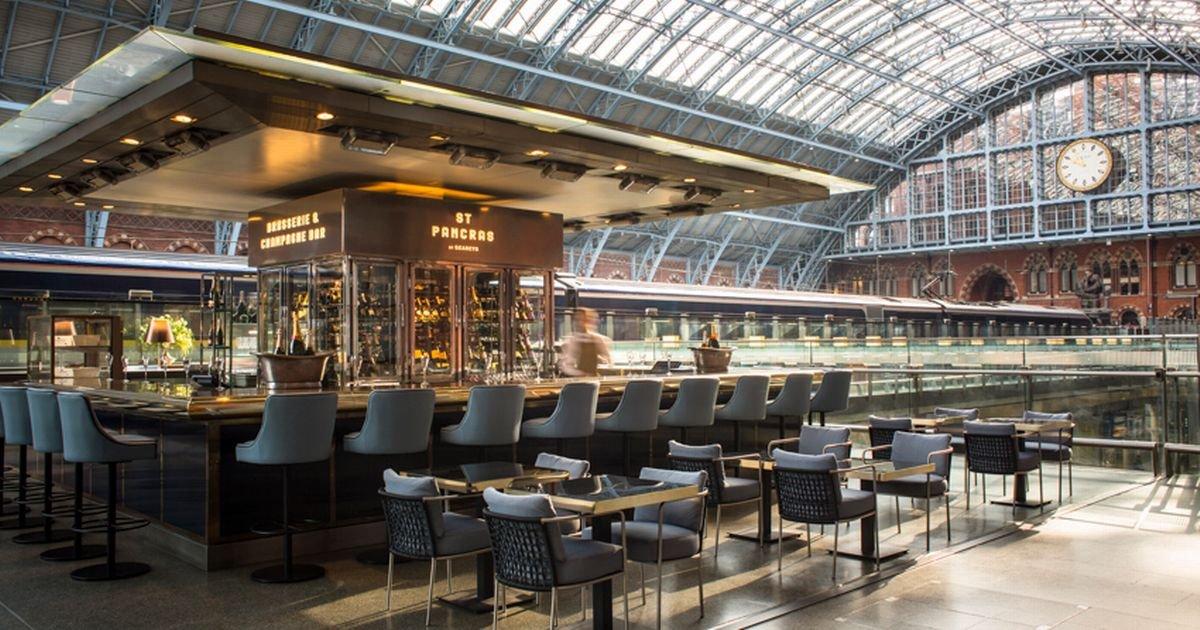 Mái vòm tạo hiệu ứng ấn tượng cho nhà hàng