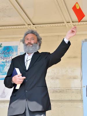 Am Tag der Arbeit ist auch Karl Marx beim Genusslauf dabei.