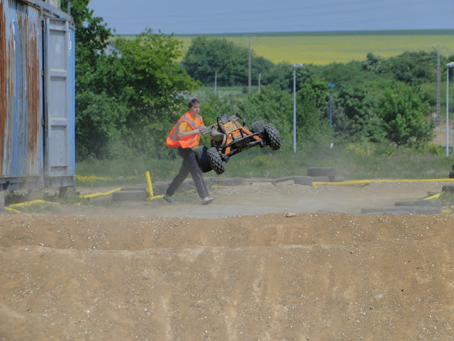 Photo et vidéo du Team Crasy Normandy au BAJA FRANCE XTREM CAR'S 1er Mai 2011   DSC02092