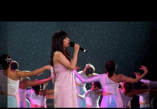 30.10.2008: Clip: Trăng sáng, bao giờ có? (nguyện người trường cửu) 赵薇演唱《但愿人长久》