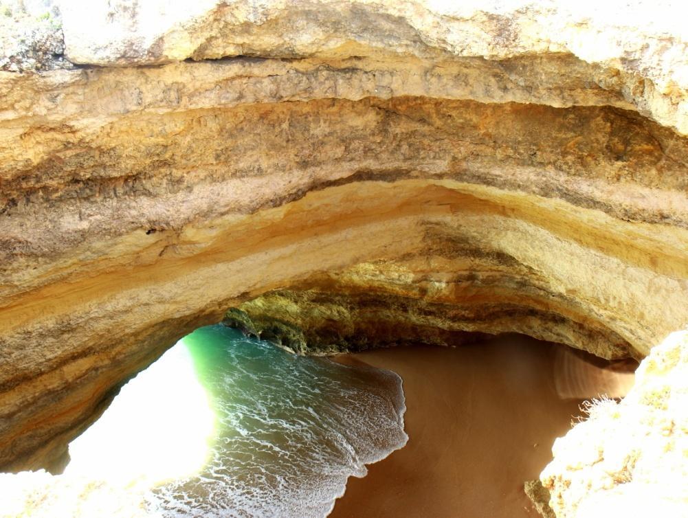 Jaskyňa Benagil zhora
