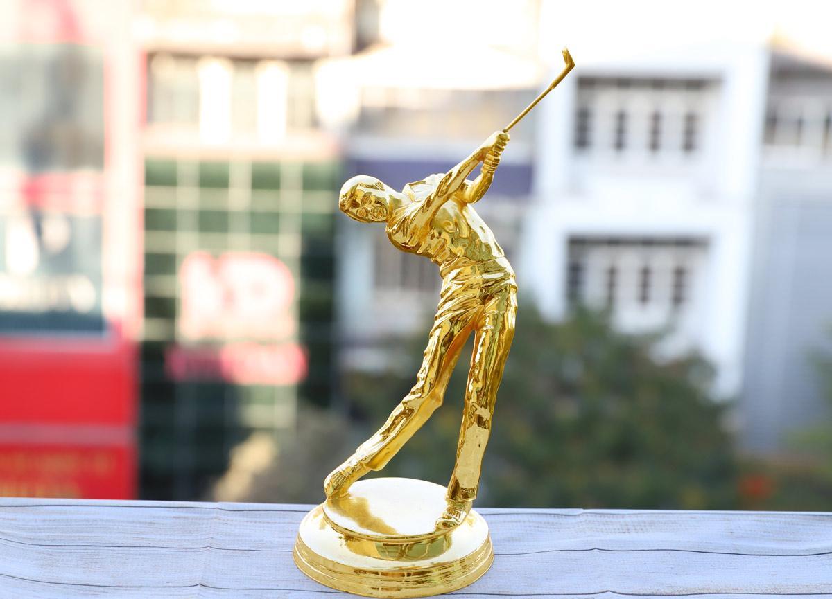 Chiêm ngưỡng những mẫu quà tặng cao cấp cho giải Golf tại Việt Nam - Ảnh 2