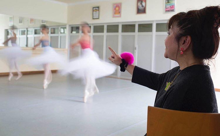 teacher teacing ballet in jakarta