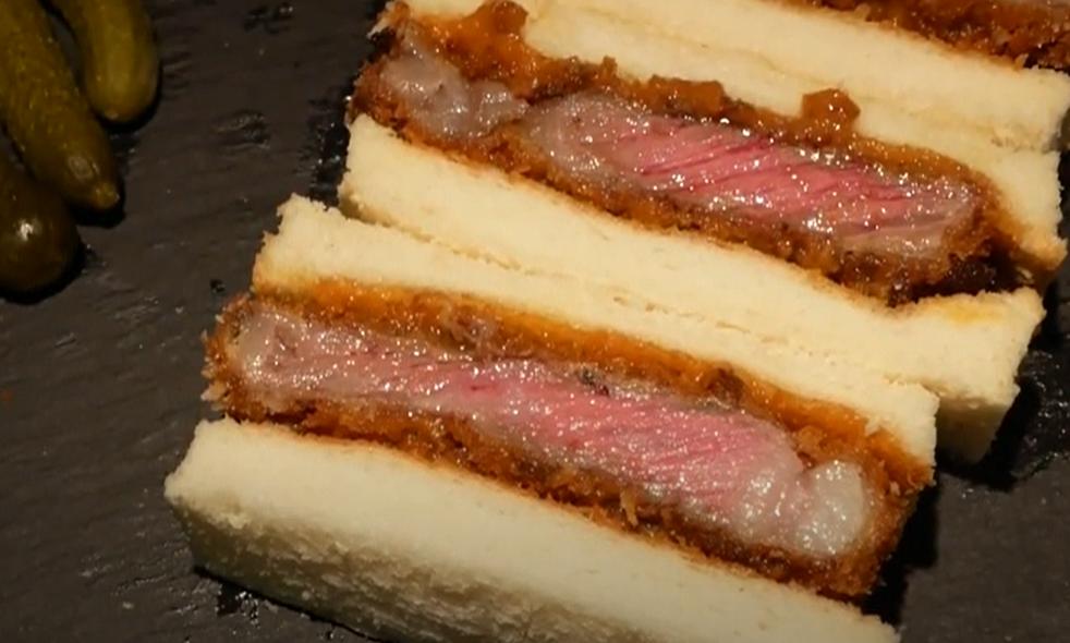7. แซนด์วิชสเต็กเนื้อสัน