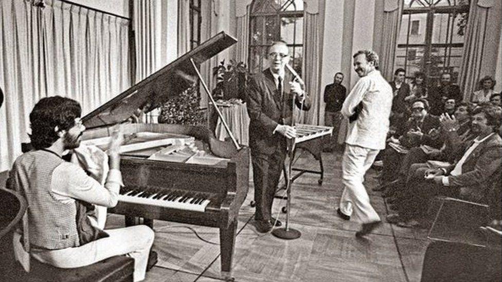 пианист Чик Кориа и вибрафонист Гэри Бертон на концерте в московской резиденции посла США Спасо-Хаус
