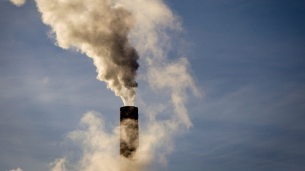 The federal government's direct-pricing plan means polluters will pay $10 per tonne starting in 2018, increasing to $50 per tonne by 2022.