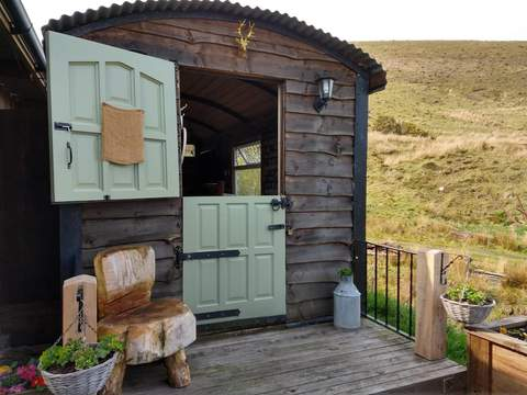 Tranquil Mountain View Stay - Glanamman, Wales - 5* rating