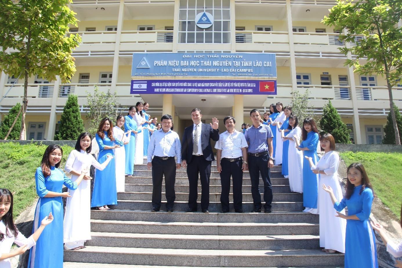 Đại sứ đặc mệnh toàn quyền Nhà nước Israrel – ngài Nadav Eshcar đến thăm và làm việc với Phân hiệu ĐHTN tại tỉnh Lào Cai