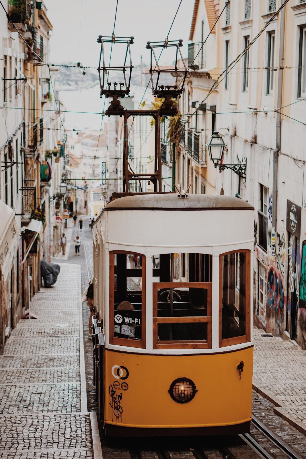 Information about Portugal's digital nomad visa (known as the D7 Passive Income Visa) for remote workers, freelancers and internet entrepreneurs.