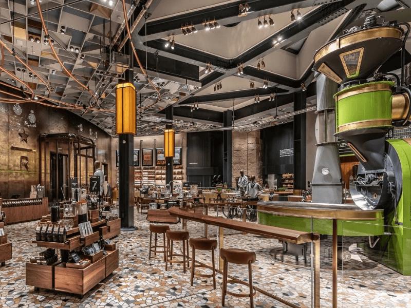 """Không gian Starbucks như """"nơi thứ ba"""" sau nhà và văn phòng làm việc"""