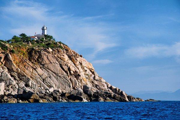 Tham quan ngọn hải đăng tại khu du lịch Bình Hưng