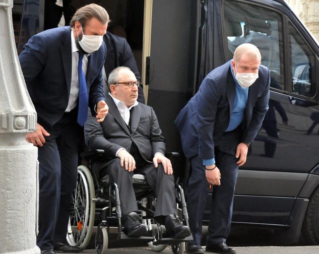 Внаслідок замаху на вбивство, який було скоєно 28 квітня 2014 року в Харкові, міський голова Харкова був прикутий до інвалідного візка