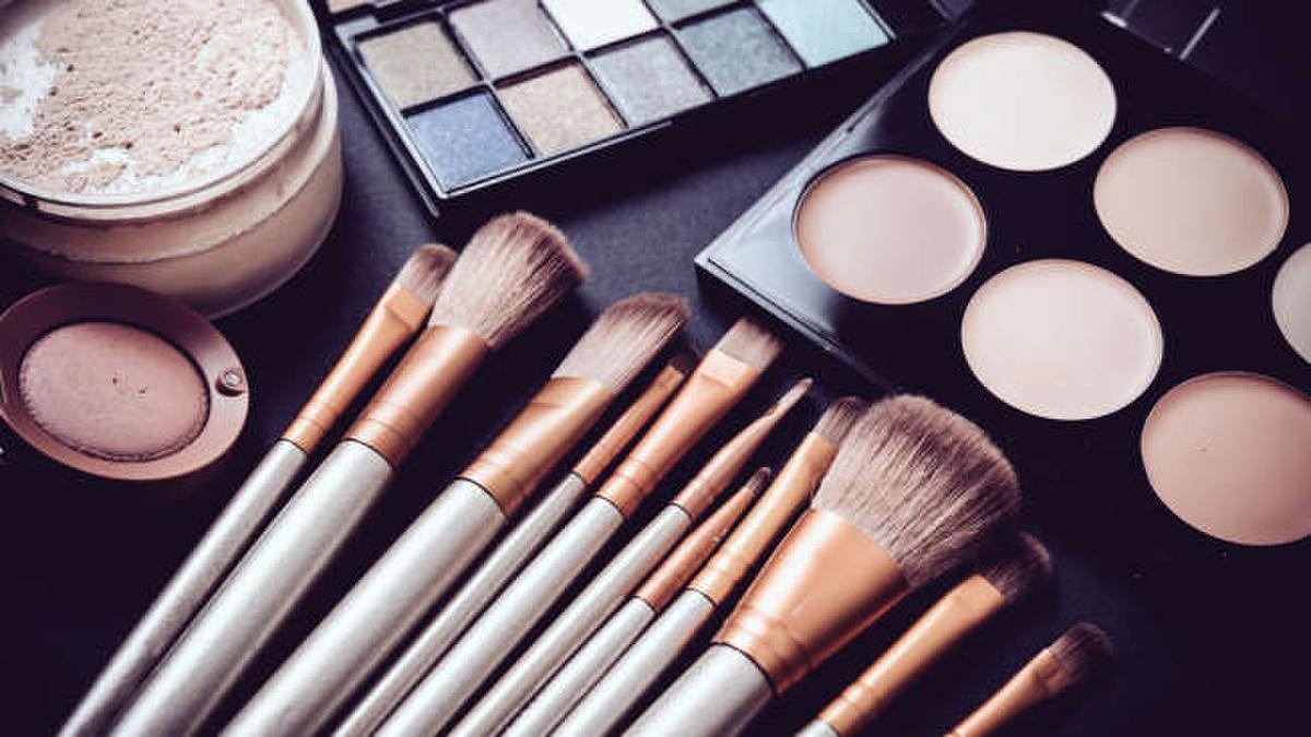 Mút trang điểm, mascara và son bóng là nơi chứa nhiều vi khuẩn nhất