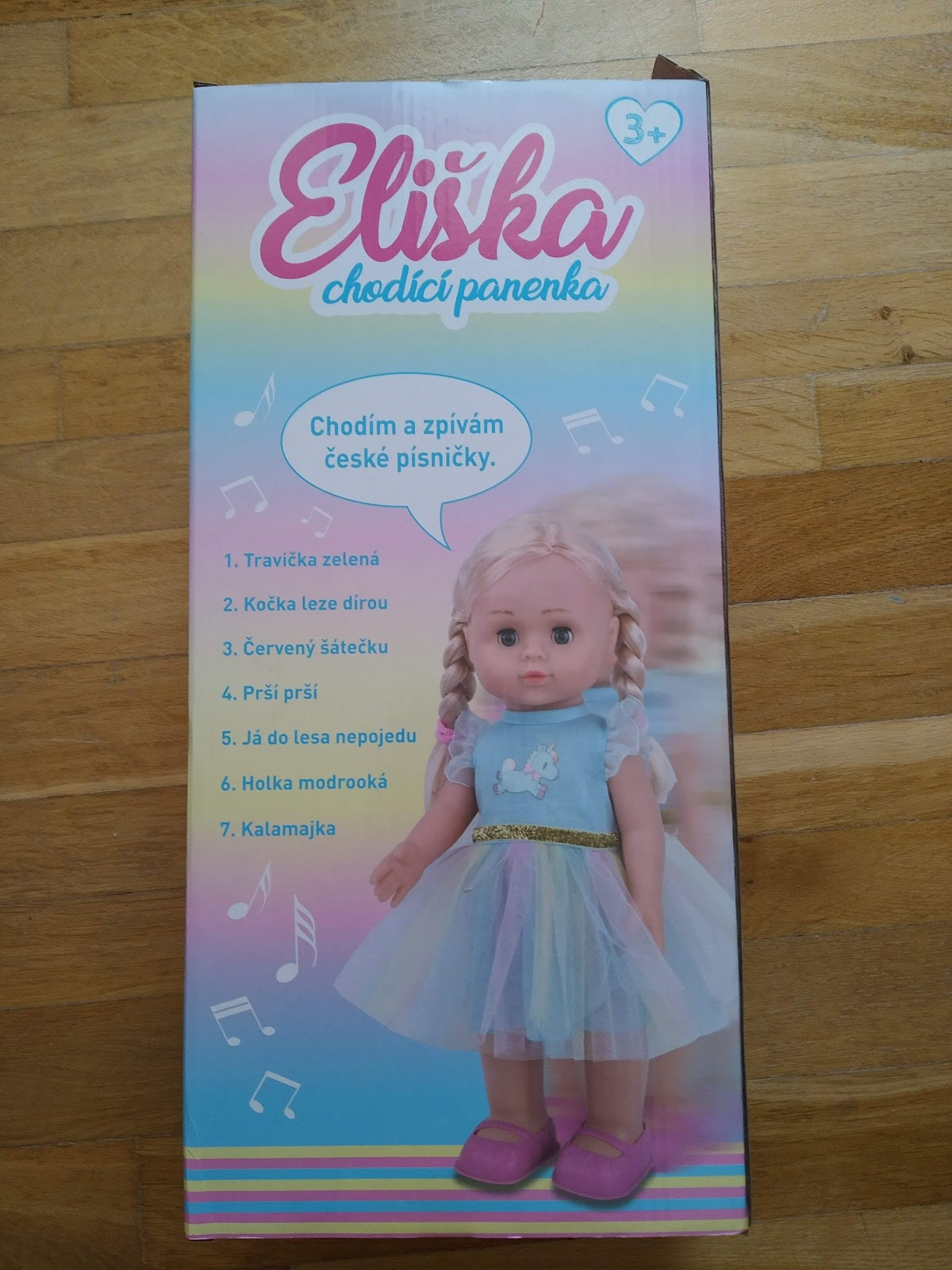 Recenze Wikyhračky: chodící panenka Eliška