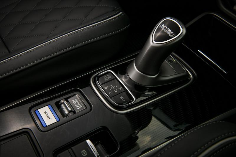 จุดเด่นของรถยนต์ : Mitsubishi Outlander PHEV GT Premium