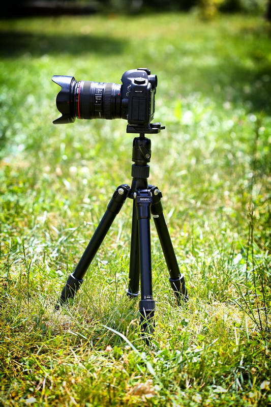 Use your photo tripod properly: work with the folded tripod