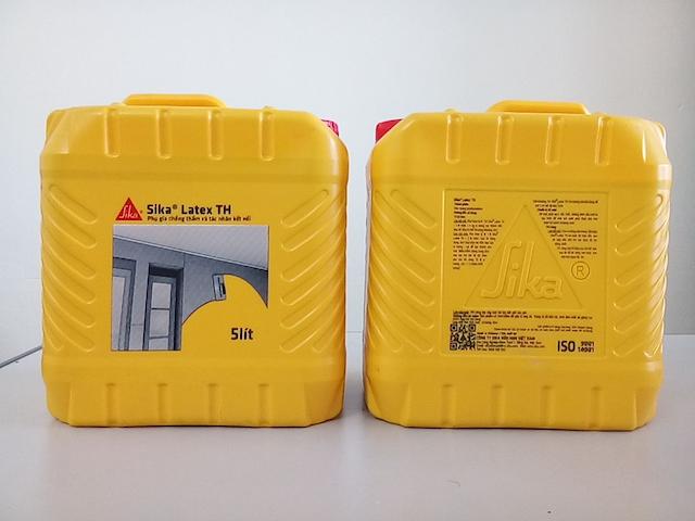 Sika latex th thường được đóng trong thùng 5/25/200 lít
