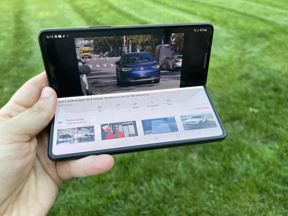 Sử dụng chế độ Flex trên Galaxy Z Fold 3