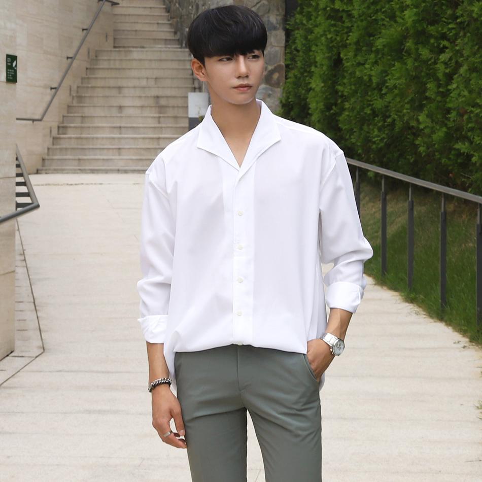 Kiểu xắn tay áo này tạo nên sự thoải mái, dễ chịu, được nam giới sử dụng rộng rãi trong cuộc sống thường ngày