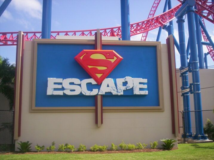 https://upload.wikimedia.org/wikipedia/commons/2/26/Superman_Escape_Ride2.JPG