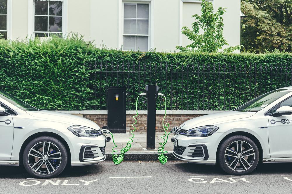 Alemanha quer a retomada verde da economia, com ampla rede de recarga de carros elétricos e digitalização da mobilidade. (Fonte: Shutterstock)