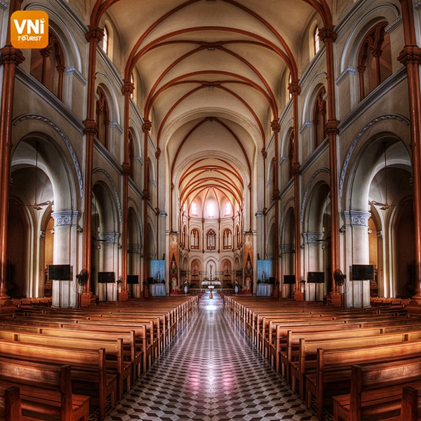 NOTRE DAME CATHEDRAL- THE SOLEMN ARCHITECTURE IN THE HEART OF SAIGON -3