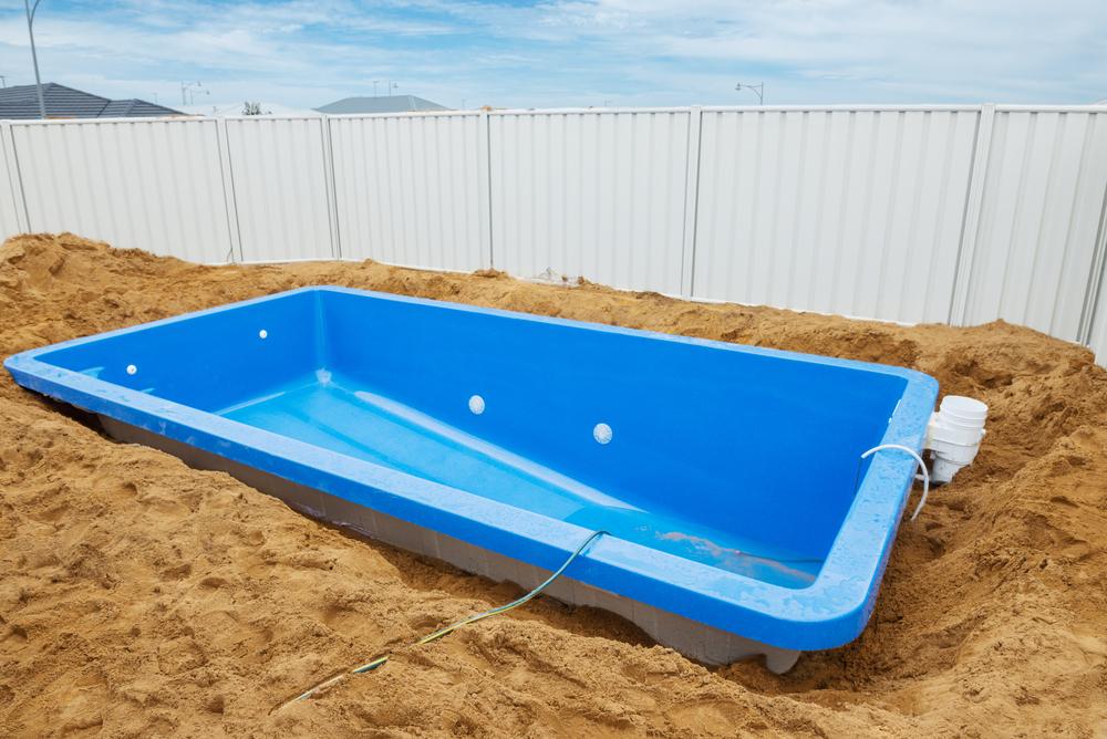 Prix d 39 une piscine coque guide prix piscines - Piscine enterree coque ...