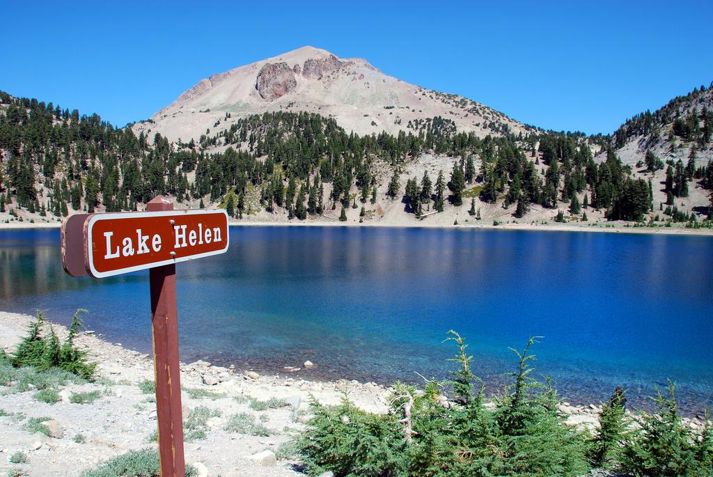The Sapphire Lake Helen In Northern California Is Devastatingly Gorgeous