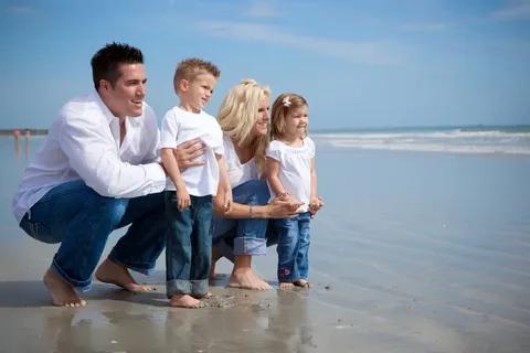 Семья на море