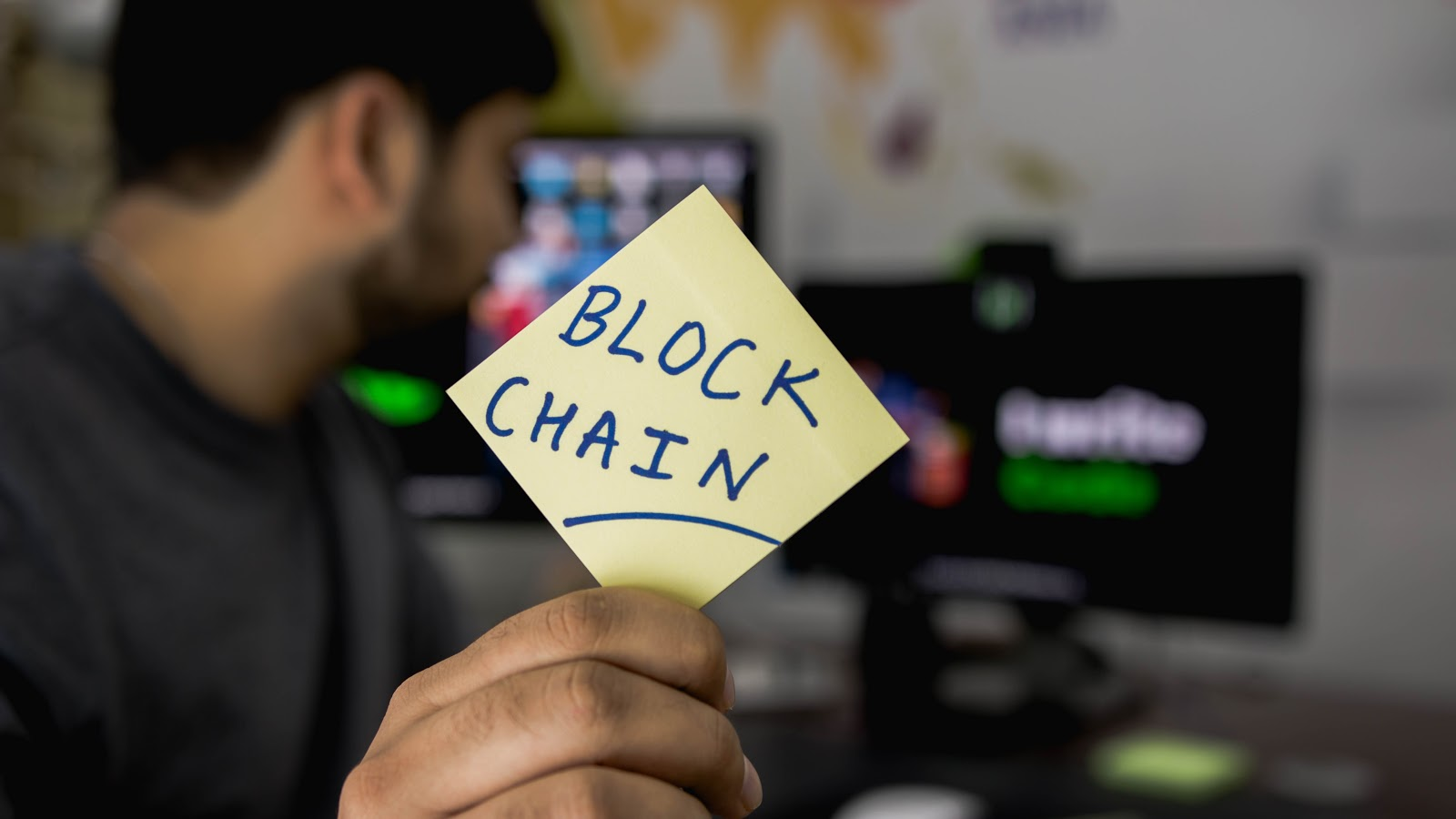 main holding blockchain post-it