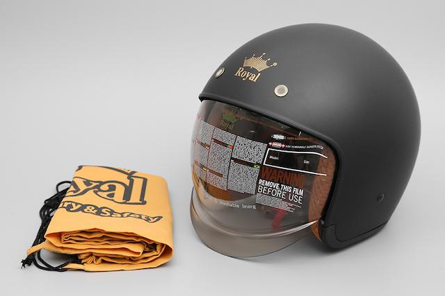 Mũ bảo hiểm 3/4 có kích thước gọn nhẹ và bảo vệ phần đầu tốt