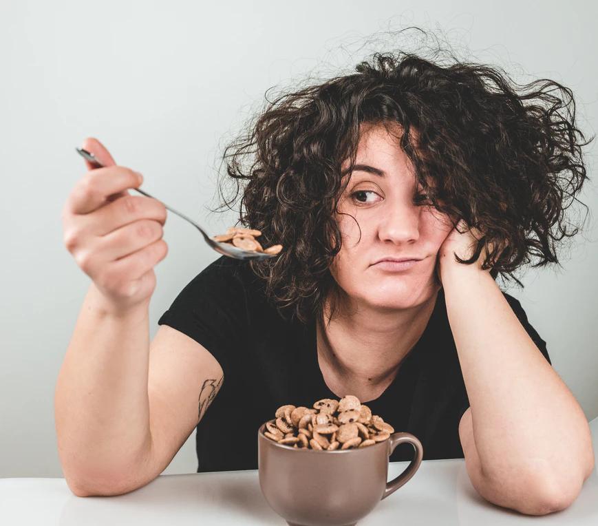 Kerja Duduk Seharian?Hindari Kebiasaan Makan Ini!