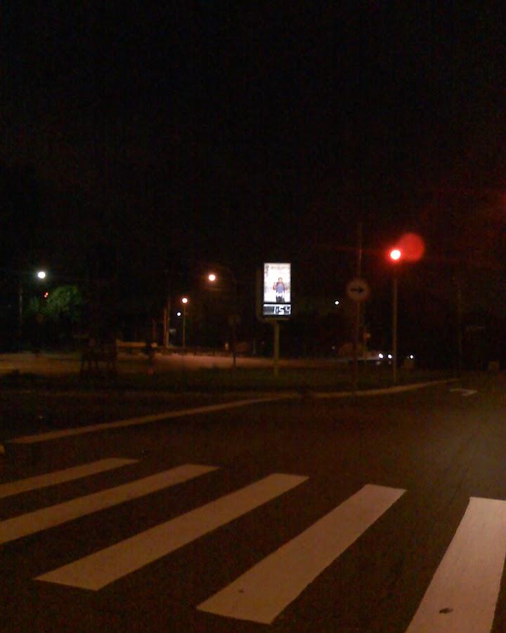 Foto do relógio marcando quase duas horas da manhã quando estava indo para casa