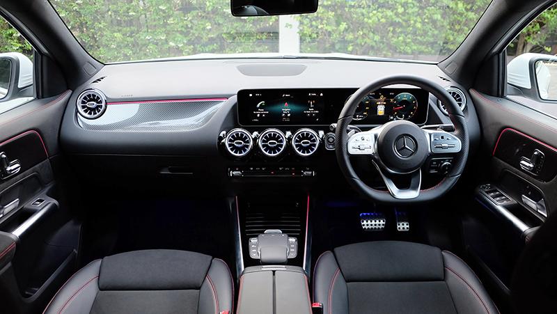 ดีไซน์ภายในรถยนต์ : Mercedes Benz GLA 200 AMG Dynamic