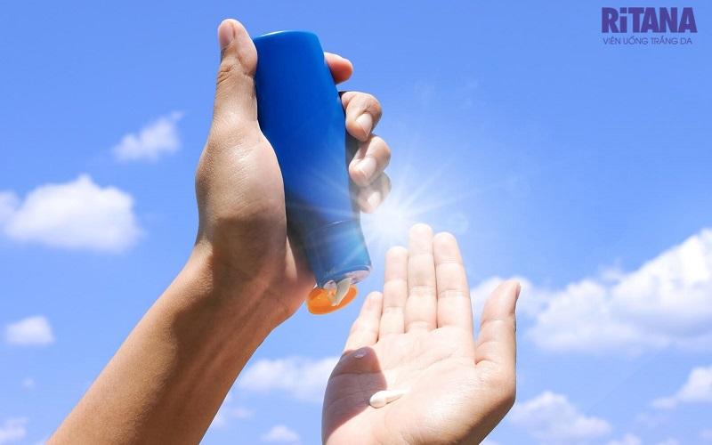 Dù chọn bất kỳ thương hiệu kem chống nắng nào, bạn hãy chú ý xem chỉ số SPF của sản phẩm