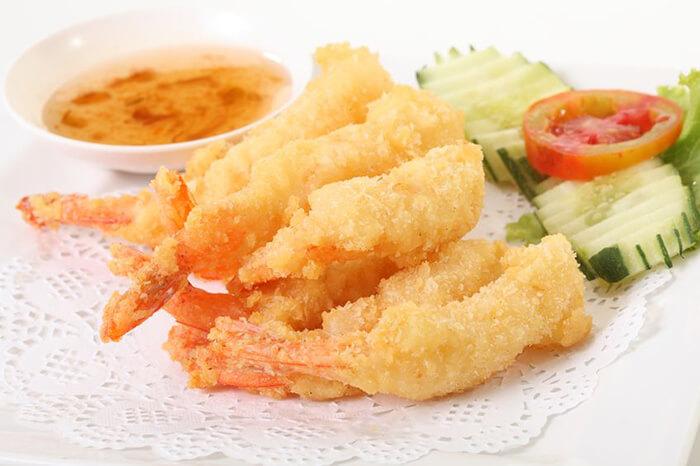 大尾的白蝦仁,最適合拿來做炸蝦了。蝦我們已經準備好也剝好殼了,剩下的就交給大家囉!