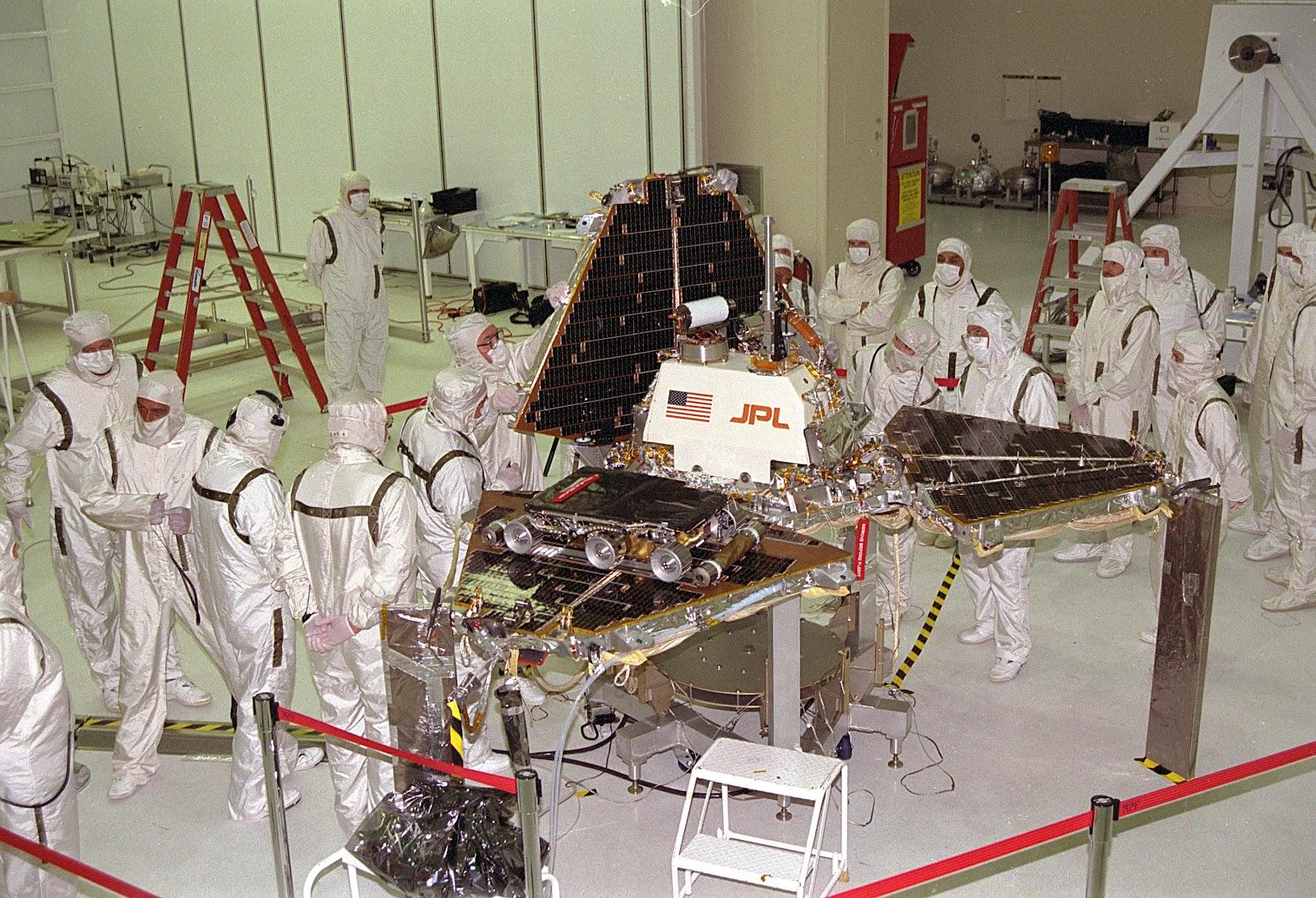 Mars_Pathfinder_Lander_preparations.jpg