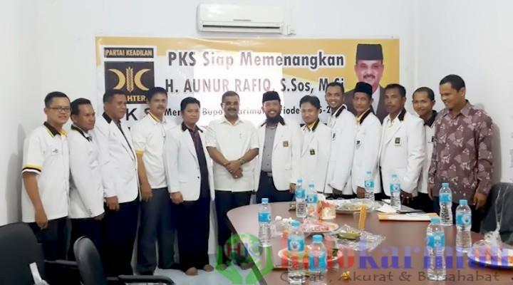 HM Taufiq Ketua DPD PKS Kabupaten Karimun Mnyerah Surat Dukungan Kepada Aunur Rafiq @halokarimun 2015